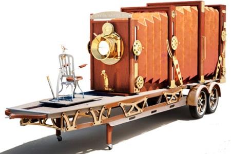старинный огромный фотаппарат на колесах