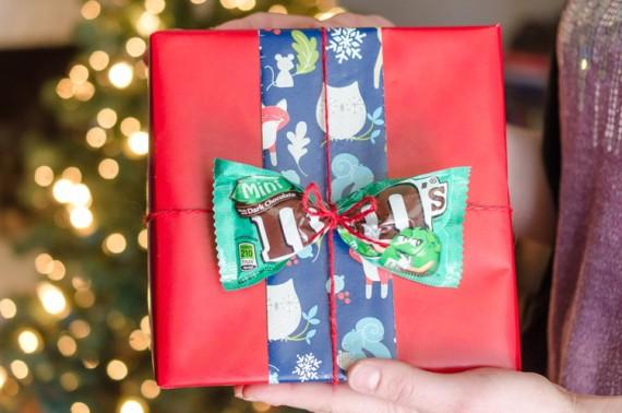 Как быстро упаковать подарок на Новый год: 10 актуальных идей