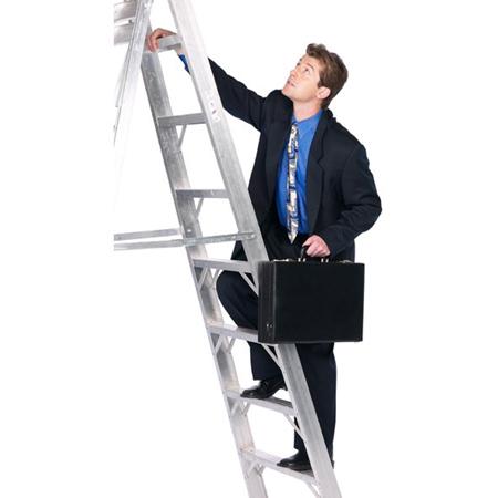 В старших классах школы, институте и на работе окружите себя людьми, которые смогут поддержать вас тем или иным образом на пути к успешной карьере