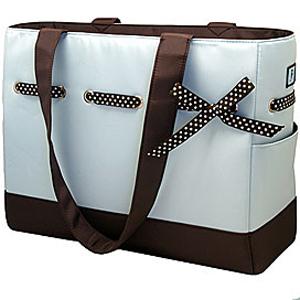 отдайте предпочтение чему-то относительно изящному с прочным дном и длинным наплечным ремнем - детская сумка