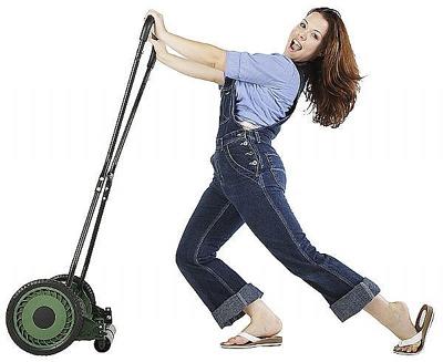 Если у вас маленький газон, выбирайте неавтоматизированную катушечную газонокосилку
