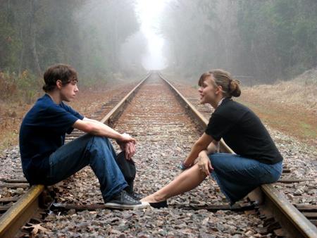 Сообщите, что вы им интересуетесь одному из его друзей, но другому его другу скажите, что вы не заинтересованы в отношениях