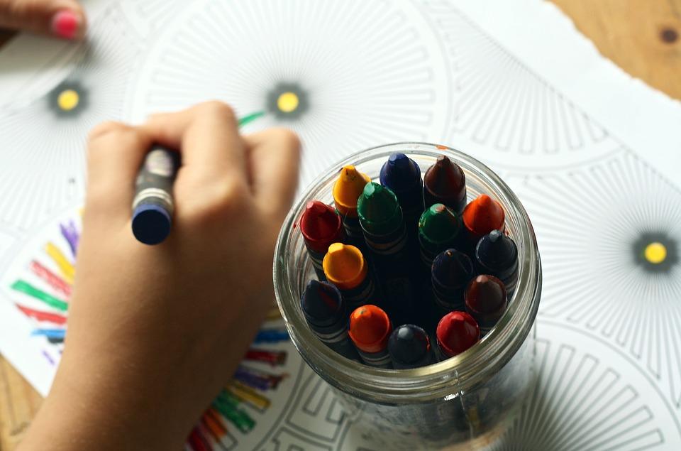 Как можно научить ребенка рисовать