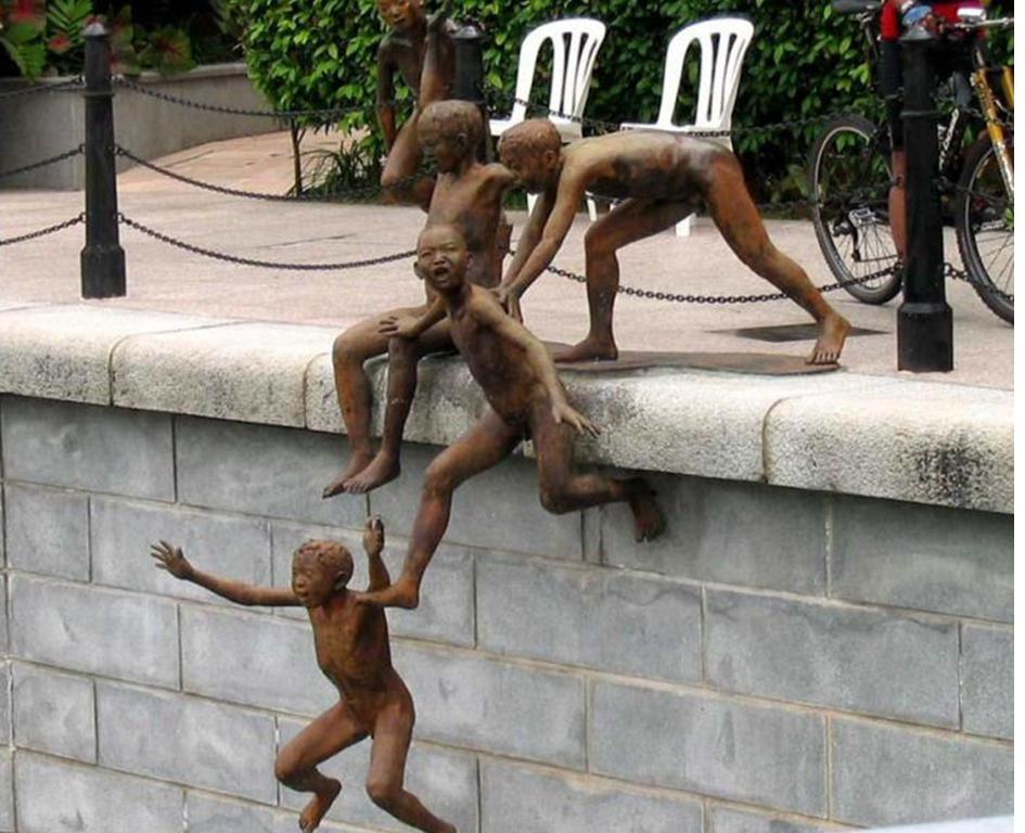 Купальщики в америке скульптура