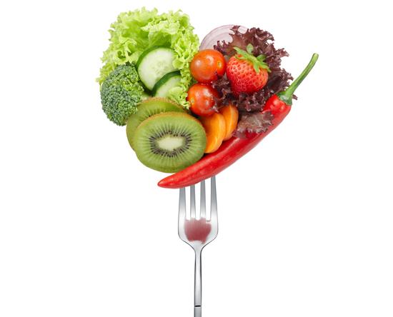 Добавьте побольше овощей и фруктов в каждую порцию еды: минимум 4 порции фруктов и 4 порции овощей в сутки.