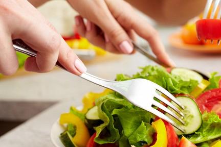начинайте постепенно, прежде всего с добавления все большего и большего количества овощей и фруктов в порции еды