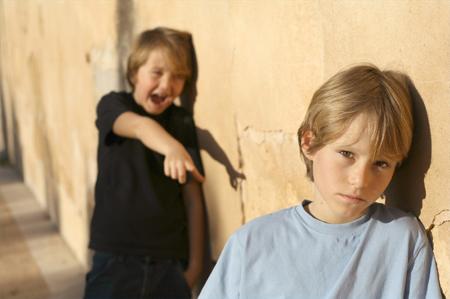 Буллинг – это намеренный акт нанесения физической, словесной или психологической травмы, со стремлением запугать, затравить, достать, унизить, помучить другого