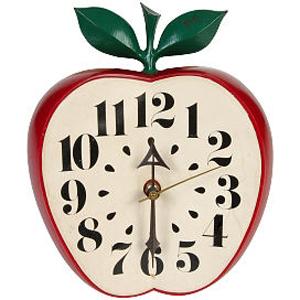 часы в форме яблока