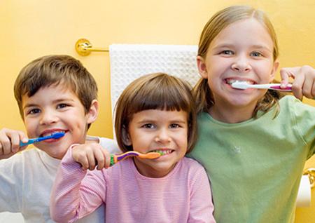 Обучение и приучение детей к надлежащей гигиене полости рта – важный этап их превращения в здоровых, ответственных взрослых людей