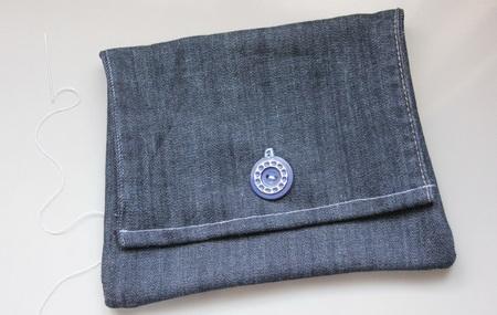 Как сшить модный клатч из старых джинсов
