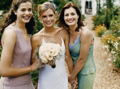пример трех идеальных летних свадебных платьев