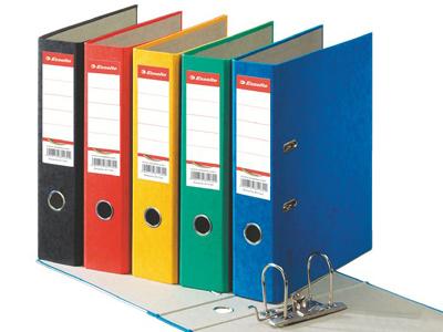 Каждый изучаемый предмет стоит оформить в отдельную картонную папку с жесткой обложкой