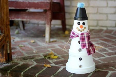 Как сделать снеговика из горшков