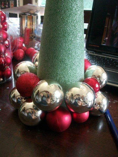 Как сделать оригинальную елку для новогоднего подарка? Часть 1: Елочные шары.