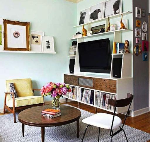Как гармонично вписать телевизор в интерьер маленькой квартиры