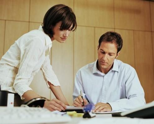Как правильно заключить с работодателем срочный трудовой договор?