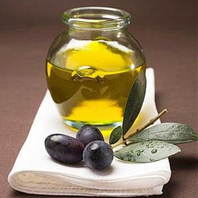 сделайте массажное масло, используя 100% extra-virgin оливковое масло холодного отжима