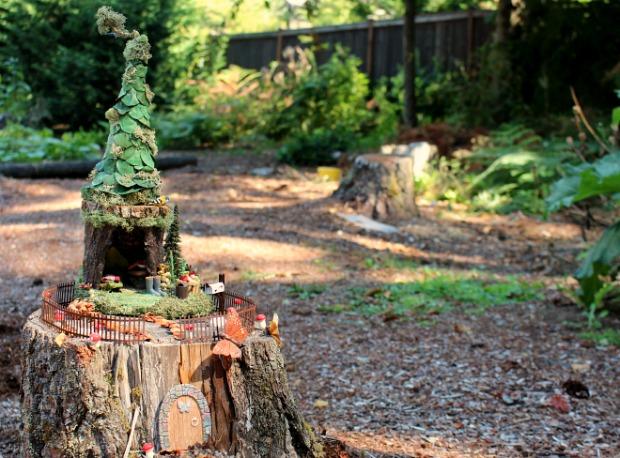 ландшафтный дизайн: сад фей на пне