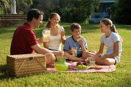 Проводите больше времени с друзьями и семьей