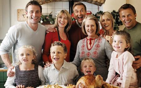 Поймите, когда вы провели с семьей слишком много времени и когда наоборот, недостаточно, и аккуратно и деликатно донесите мысль до остальных