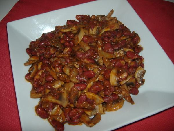 Как приготовить питательный грибной салат и какую закуску к нему подать?