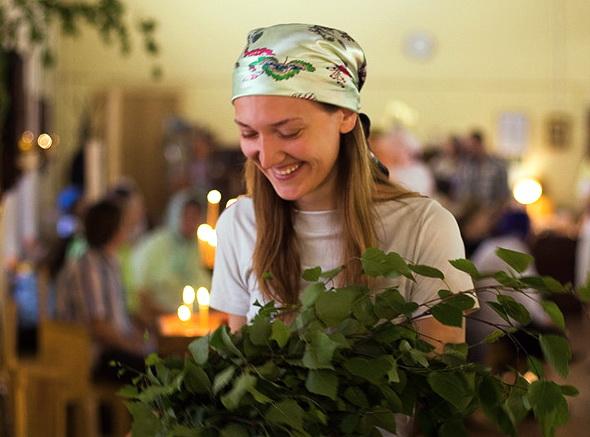 Как у православных верующих принято украшать дом в День Святой Троицы