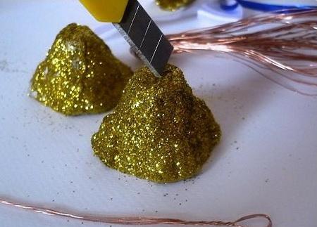 Как сделать колокольчики из лотка с яиц?