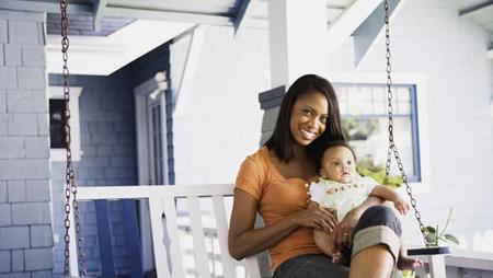 «горячая мамочка - это уверенная в себе женщина, наделенная полномочиями, которая принимает свое материнство с распростертыми объятиями, не теряя чувство собственного достоинства