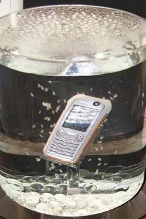 Как действовать, если в сотовый телефон попала вода?