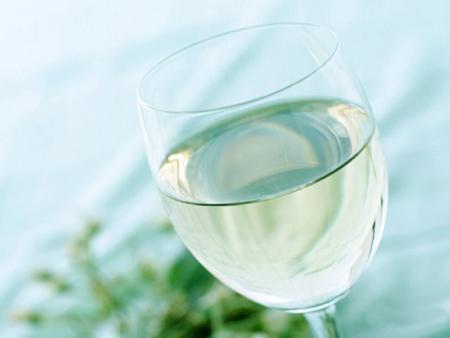такого бокала должна быть большая, либо среднего размера чаша, чтобы ароматы в полной мере проявили себя