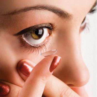 фиолетовые тени, которые прекрасно подходят к зеленым глазам Сейфрид.