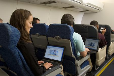 Держите ваш компьютер подальше от верхних полок в самолете