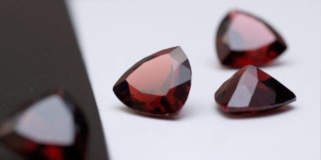 красный камень гранат