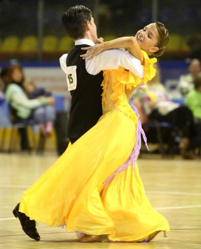 Как выбрать костюм для бальных танцев