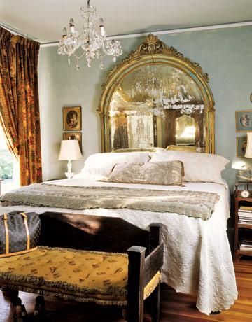 выберите богато украшенную раму для изголовья кровати, включающую в себя вставки из зеркал
