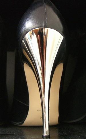 для женщин, расположенных их носить – высокие каблуки