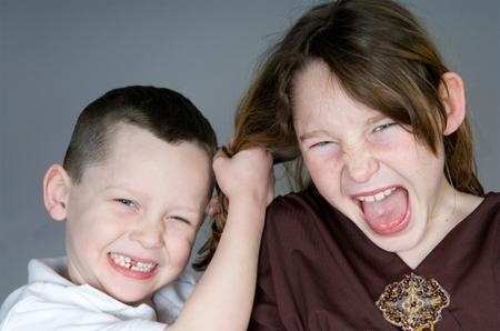 Дети вовлекаются в конфликты друг с другом быстро и просто, для них это так же естественно, как дыхание