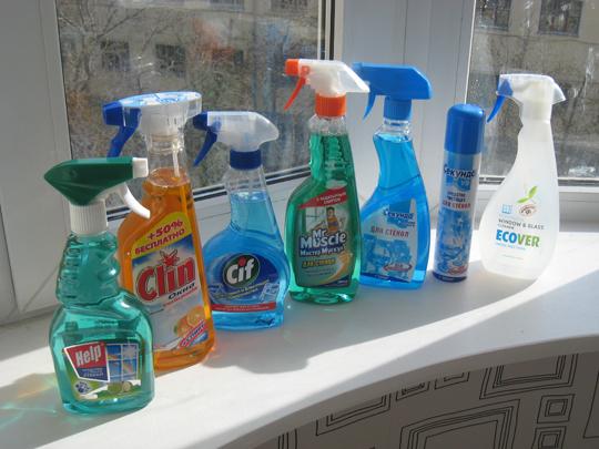Батарея химических средств для мытья окон