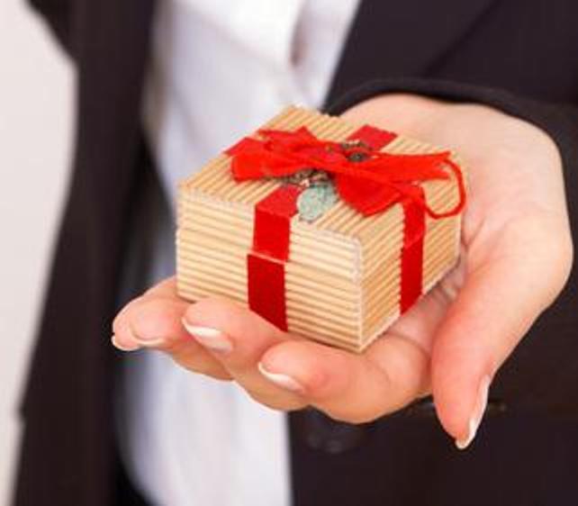 Как выбрать подарок начальнику к Новому году