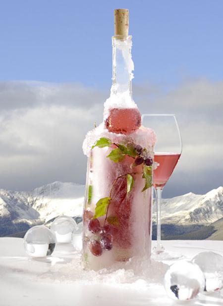 Ледяное вино – это вино, производимое из винограда, которому дали замерзнуть на лозе перед сбором