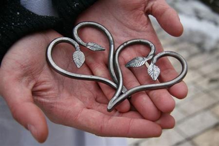 сделайте своими руками какой-то романтичный подарок