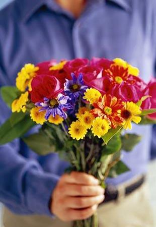 Вместо того чтобы заявлять своей девушке «ой, вчера так хотел купить тебе цветы и тортик по дороге домой, но совсем забегался» идите и покупайте, в противном случае это скорее прозвучит, как довольно нахальная издевка