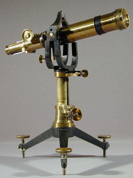 Телескоп-рефрактор имеет на одном конце линзу, а на другом глазок