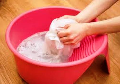 Как удалить пятна от молока