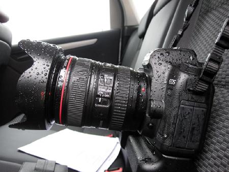 Большинство камер не защищены от влаги, и из-за этого подобные случае могут нанести ей серьезный вред
