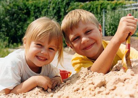 на пляже займитесь строительством «настоящего» замка из песка