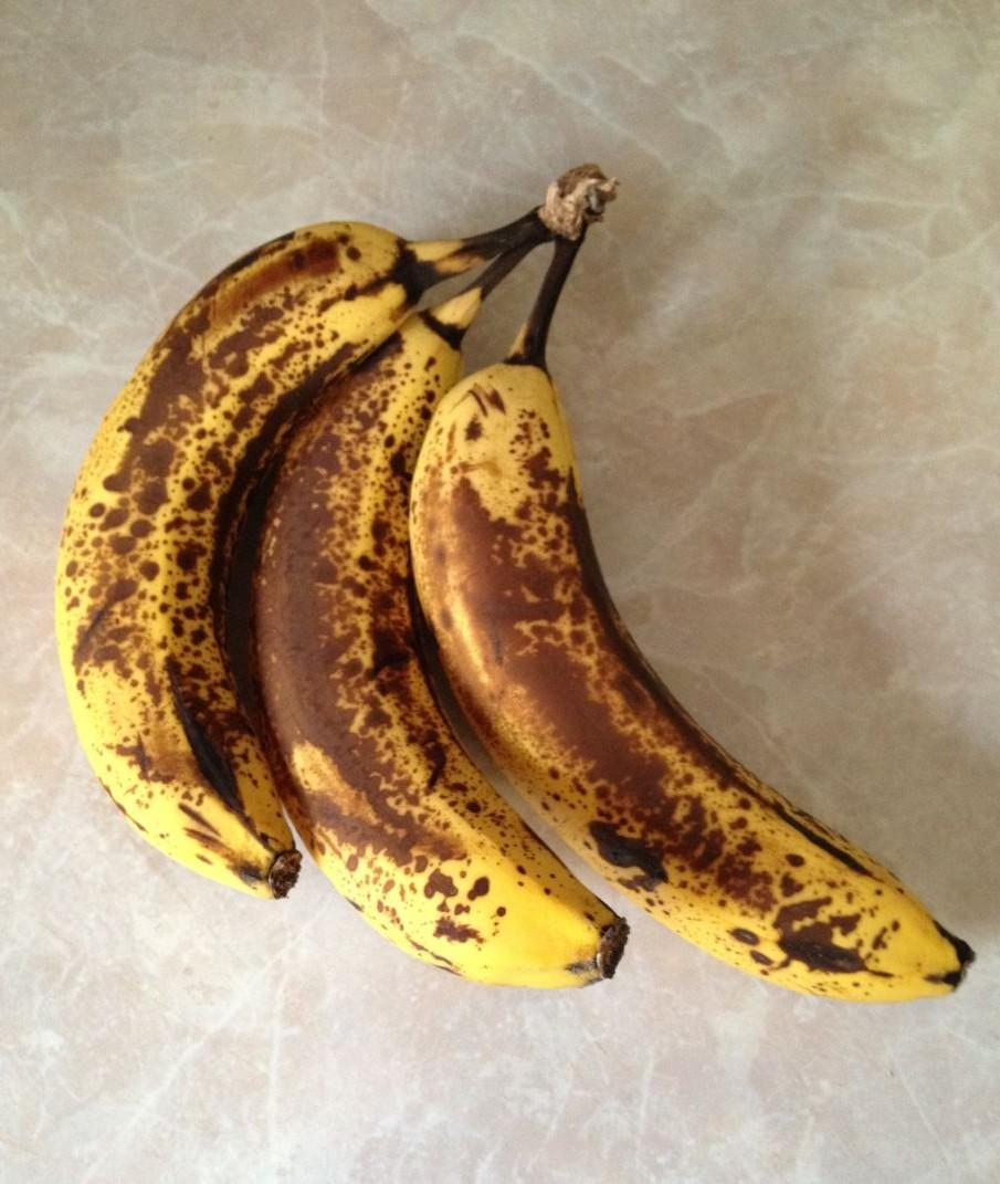 подпорченные бананы