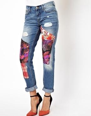 сочетать новую трендовую рванку и пэчворк на джинсе