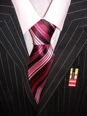 костюм – это одеяние, так сказать, по определению подходящее для большинства интервью при приеме на работу