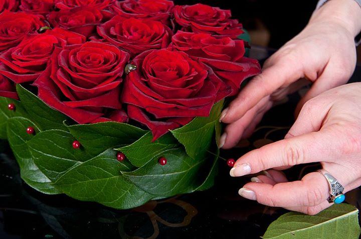 Как сделать букет из роз из живых 185